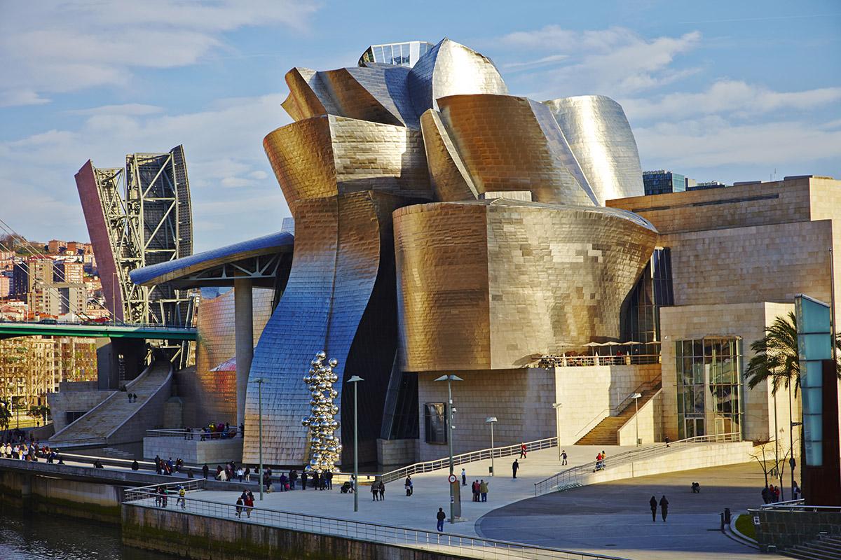 Музей Гуггенхайма в Бильбао - культовое здание деконструктивизма   ARCHITIME.RU